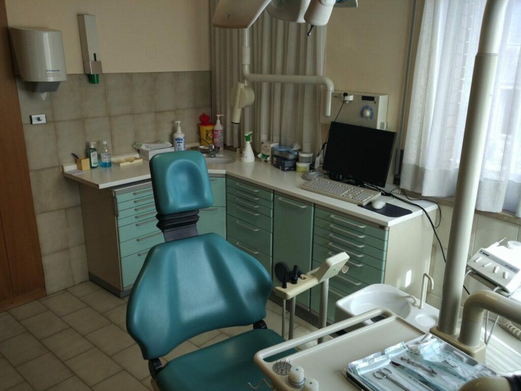 grünes leder zahnarztpraxis