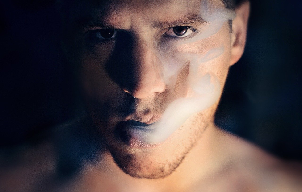 mann am rauchen