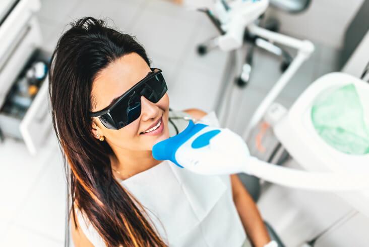 zähne bleichen frau zahnarzt bleaching